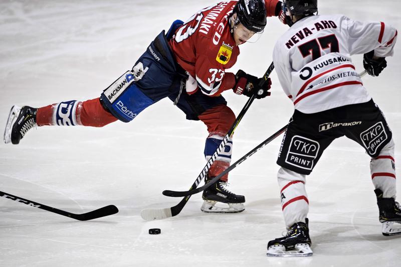 Peliitat otti Hermekseltä tilan ja ajan pois. Miro Lehtimäelle painetta lyömässä Markus Neva-Aho.