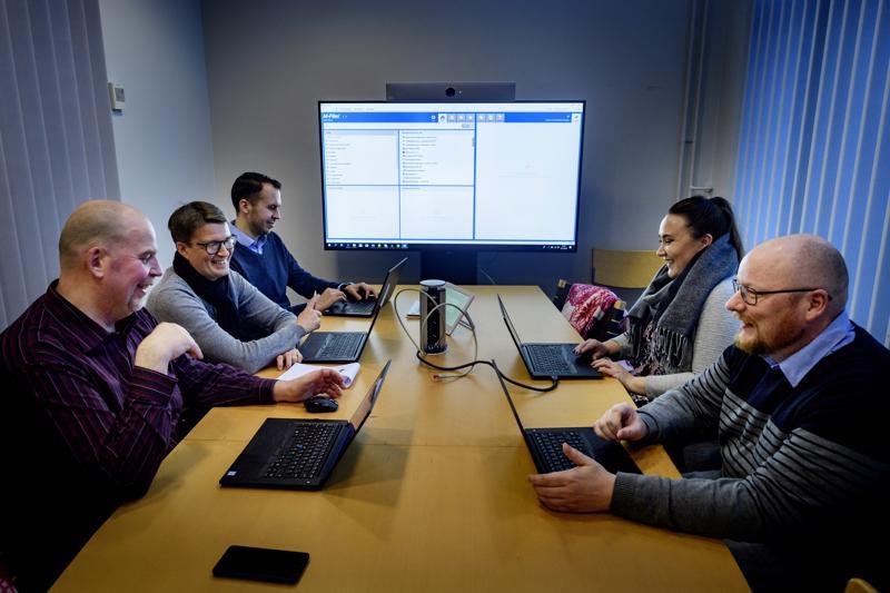 Tällä hetkellä Keski-Pohjanmaalla on pula muun muassa koodareista ja koneistajista. Ohjelmistotalo Kosilan Akatemiassa koulutetaan tiedonhallinan asiantuntijoita. Koulutukseen sisältyy myös hiukan koodausta.