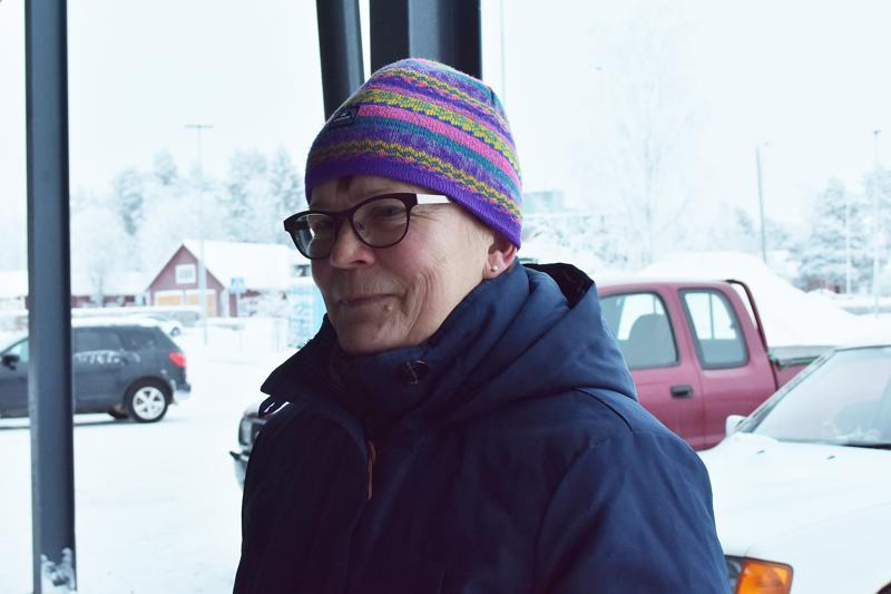 Sirkka Vaitiniemi: Kiinnostaa. Kierrätän säilykepurkit ja lasit. Muovia ja maitopurkkeja en ole kierrättänyt.