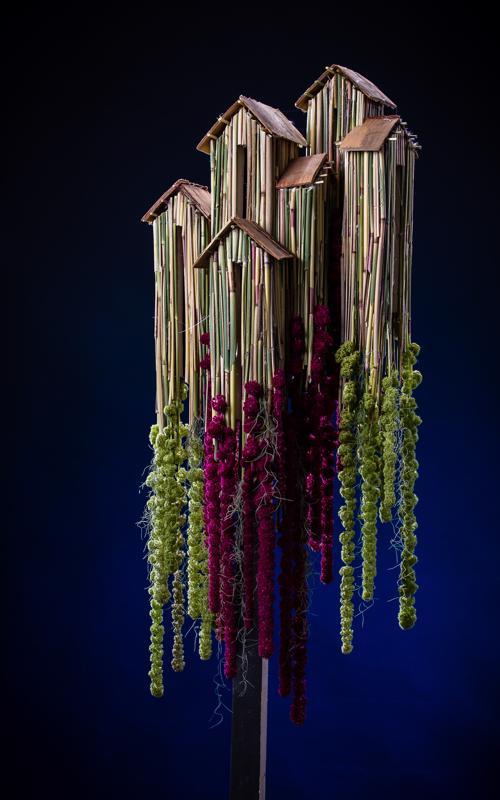 Teppo Lapinoja voitti pronssia tällä kukkateoksella kansainvälisen kukkakilpailun arkkitehtuurinen-sarjassa.