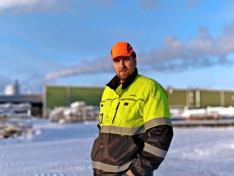 Komennusmiehenkin töihin Esko Heinosella on vahvaa tuntumaa, tai hän ajattelee työkeikkoja ulkomaille ja kotimaahan pikemminkin pitkinä asiakaskäynteinä. Helmi-maaliskuun vaihteessa on taas lähtö edessä, tie vie Kiinaan.