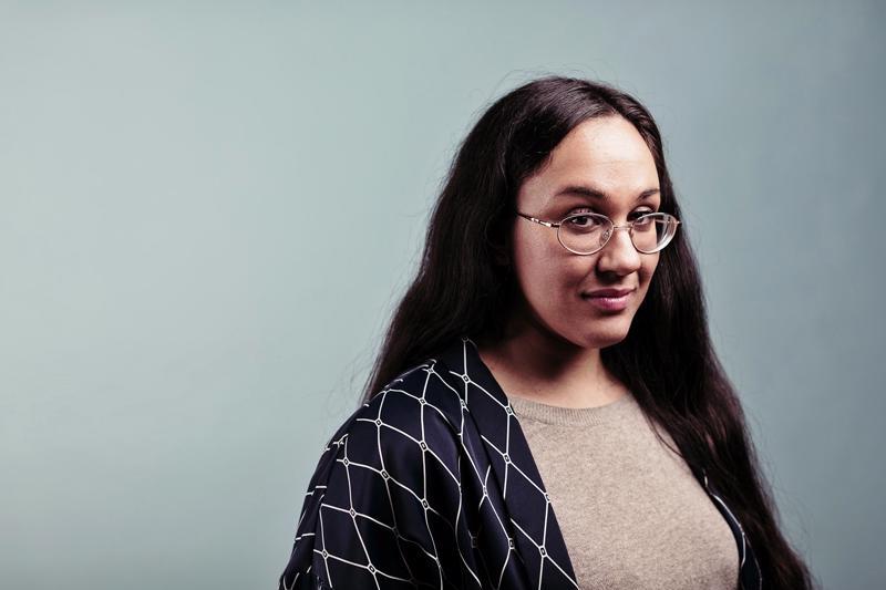 Koko Hubara on Ruskeat Tytöt -kirjan kirjoittaja ja samannimisen nettilehden päätoimittaja.