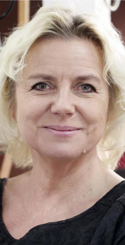 Solja Krapu-Kallio, lavarunoilija, kirjailija  esiintyy Runeberginjuhlassa. Lisäksi hän osallistuu ruotsinkieliseen Kvinnoliv -tapahtumaan Rosenlundilla.