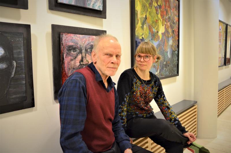 Jorma ja Laura Hynninen ovat Kaustisen Kamarimusiikkiviikon kuvataiteilijoita. Kansantaiteenkeskuksessa esillä oleva näyttely on isän ja tyttären ensimmäinen yhteisnäyttely.