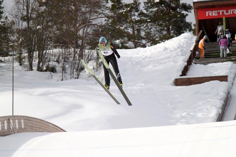 Kokkolalainen Erkki Ahtiainen hyppäsi veteraanien MM-kultaan Norjassa.