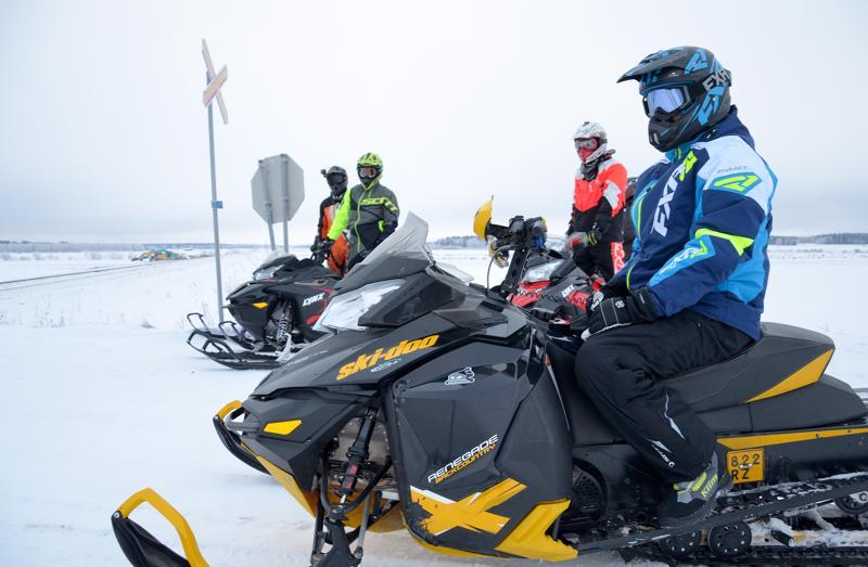 Jokilaaksojen moottorikelkkailijat joutuivat sopimaan uudesta ylityksestä Iisalmen radalla Ylivieskan Pylväällä. Maanomistajilta saatiin luvat.