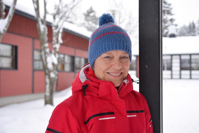 Kokkolalainen uimahyppyvalmentaja Marja Matturi-Slotte kertoo, että valmentamiseen kuuluu niin opettamista kuin kasvattamistakin.