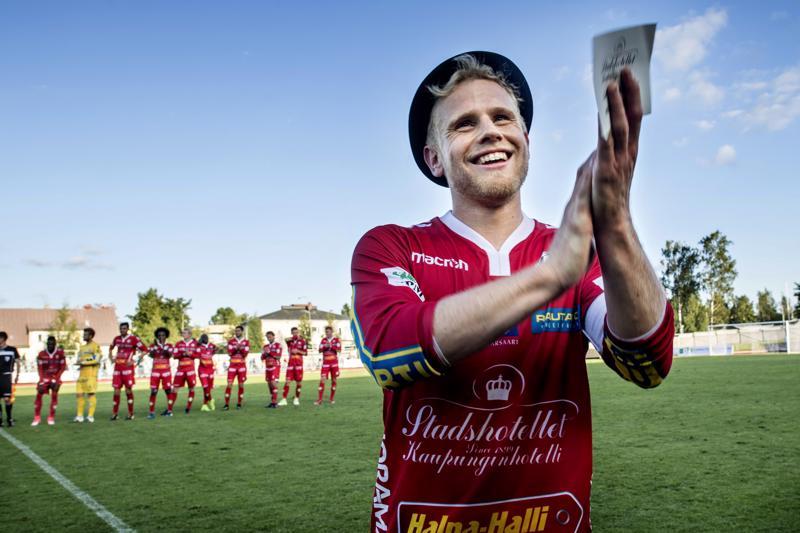 Thomas Kula valittiin kahdesti Ykkösen kuukauden pelaajaksi kausilla 2017 ja 2018. Tässä hän juhlii hattutemppuaan GrIFK:ta vastaan syyskuussa 2017.