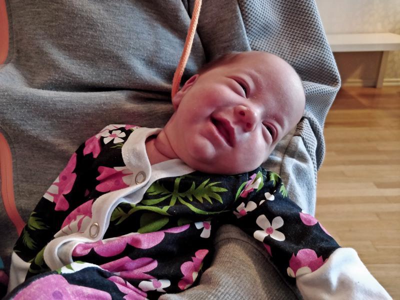 Iisa-vauvan syntymäpaino oli 2320 grammaa, tällä hetkellä lukema on 3180 g.