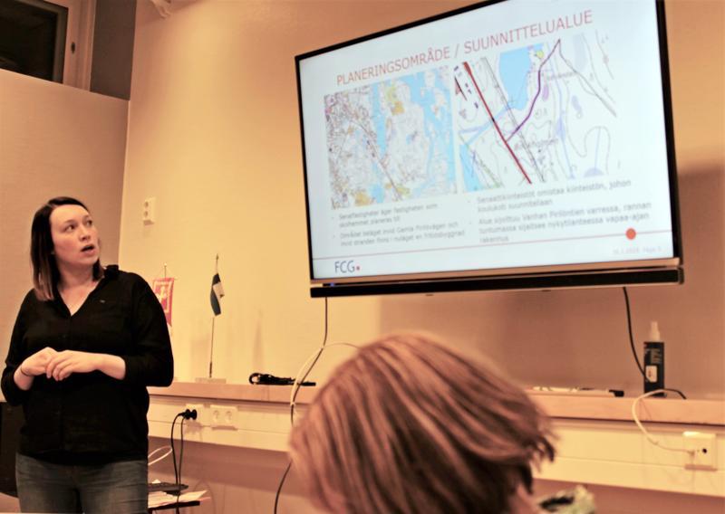 Koulukoti on suunnitteilla siirtyä Pirilöön Valtion Senaatti-kiinteistöjen omistamalle alueelle. Kuvassa FCG Suunnittelu ja tekniikka Oy:n hankepäällikkö Kristina Salomaa.