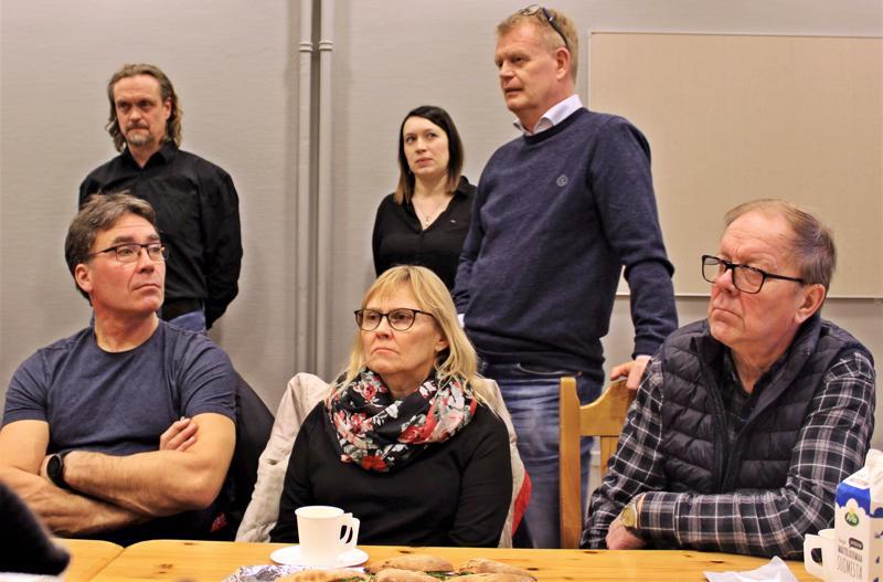 Kokoukseen osallistuivat asemakaava-arkkitehti Sören Öhberg (takana vas.), FCG Suunnittelu ja tekniikka Oy:n hankepäällikkö Kristina Salomaa ja Lagmansgårdening johtaja Carl-Johan Strömberg.