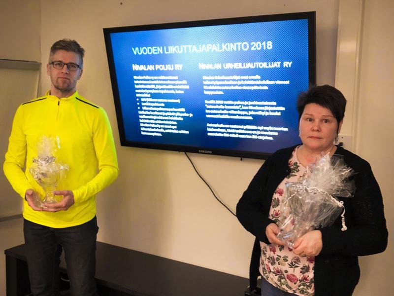 Vuoden liikuttaja -palkinnon vastaanottivat Onni Vähäaho Nivalan Polku ry:stä ja Mirja Maijala Nivalan Urheiluautoilijoista.