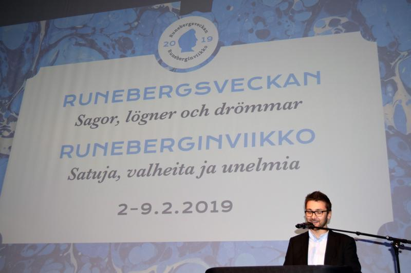 Kulttuurijaoston puheenjohtaja Sebastian Holmgård piti Runeberginjuhlassa juhlapuheen ja pohdiskeli kulttuuriviikon teemoja: Satuja, valheita ja unelmia