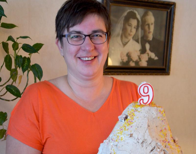 Kannuslainen Anne Mottinen toteutti viikonloppuna tyttären toiveesta syntymäpäiville tulivuorikakun.