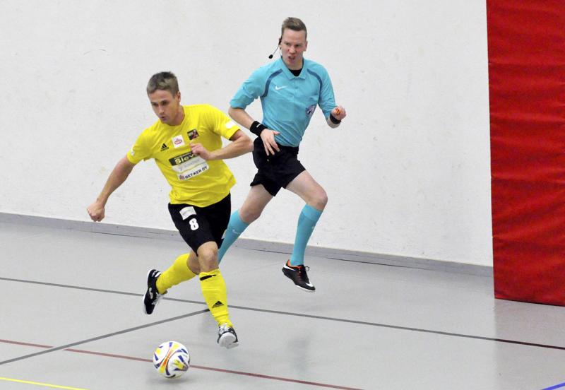 Jarmo Junno saatiin tiistaina monivaiheisen kisareissun jälkeen takaisin Suomeen. Kotimaassa maajoukkuepaita vaihtuu Sievi FS:n keltaiseen.