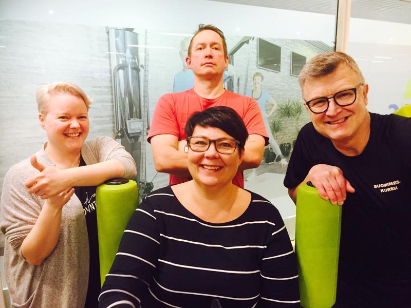 Mari Pokela, Ari Hietala, Pia Hilli ja Hannu Ilmolahti yhteisessä elämäntaparemontin starttikuvassa tammikuussa 2018.