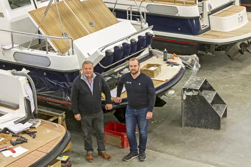 Olli ja Simon Lindkvist satsaavat tänä vuonna messuille kuuden veneen patterilla.