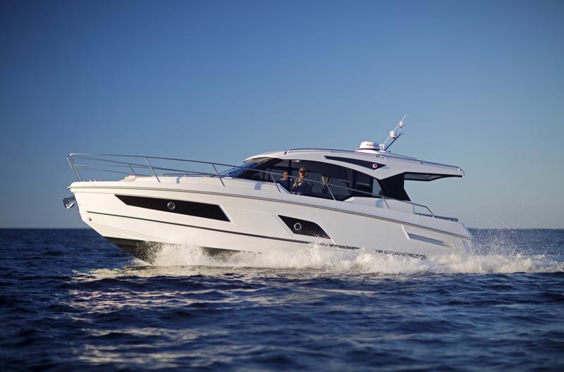Finnmaster Boats vie venemessuille Grandezza 37 CA-mallinsa.