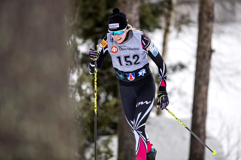 Reisjärven Pilkkeen Anni Alakoski on yksi Kalajokilaakson nuorista hiihtäjistä Lahdessa.