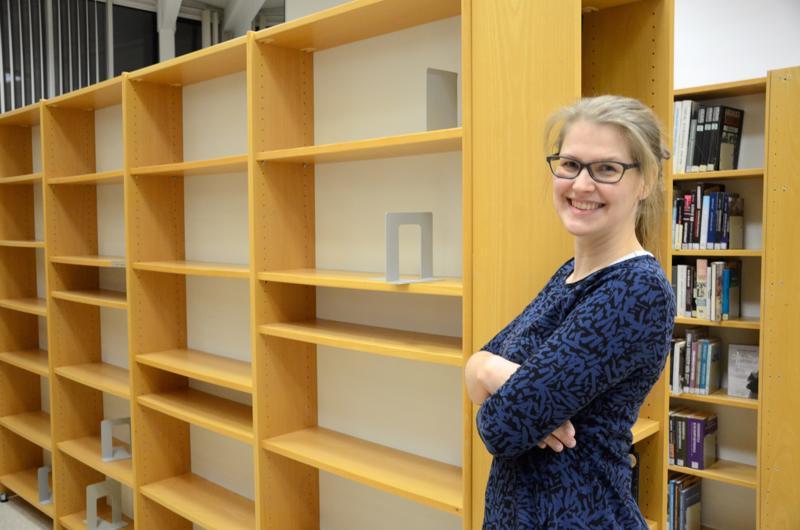 Kaustisella on aloitettu aineiston karsinta, jotta omatoimikirjaston vaatimille järjestelyille saadaan lisää tilaa, kertoo kirjastonhoitaja Maria Nikula.