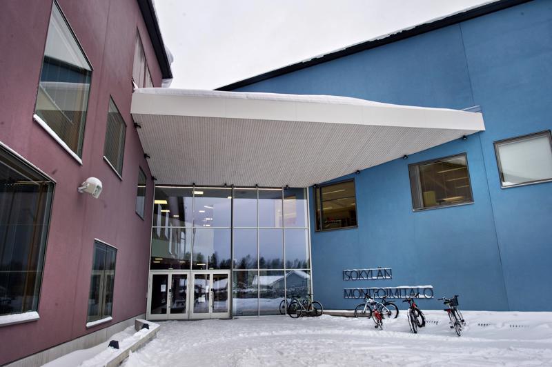 Isokylän koulun uhkauksen takia poliisi otti yhden henkilön kiinni aamulla.
