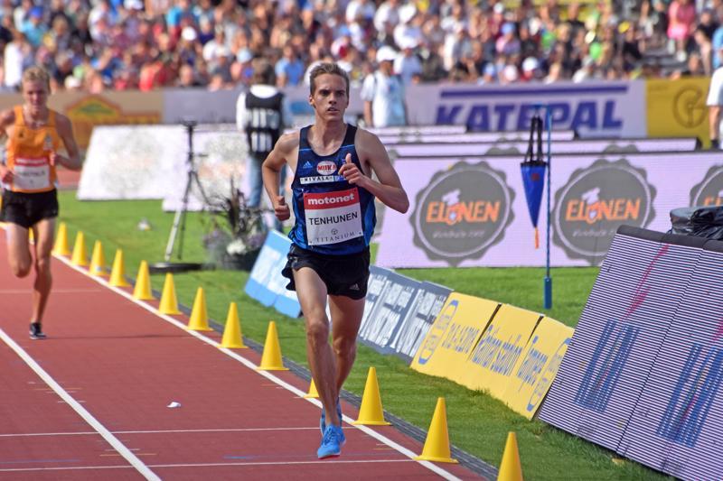 Kalevan kisojen 3000 metrin esteissä ensimmäisen aikuisten sarjan SM-mitalinsa juossut Miika Tenhunen oli yksi Nivalan menestysurheilijoista.