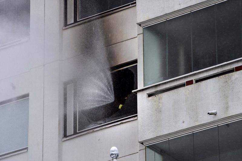 Tulipalo riehui kerrostalon kuudennessa kerroksessa.