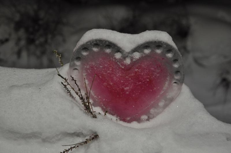 Sydämellistä viikonloppua! Lestijärven kirjastoa koristi Lainan päivänä kaunis jääveistos.