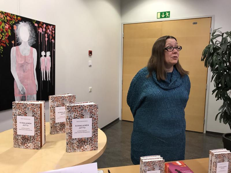 Tieto Finlandian saanut kirjailija Mari Manninen Ylivieskan kirjamessuilla.