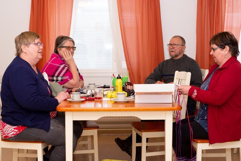 Taina Haajo, Kirsi Haajo, Juha Haajo ja Tuula Luomanen toivottavat kaikki tervetulleiksi näkövammaisten kerhoon.