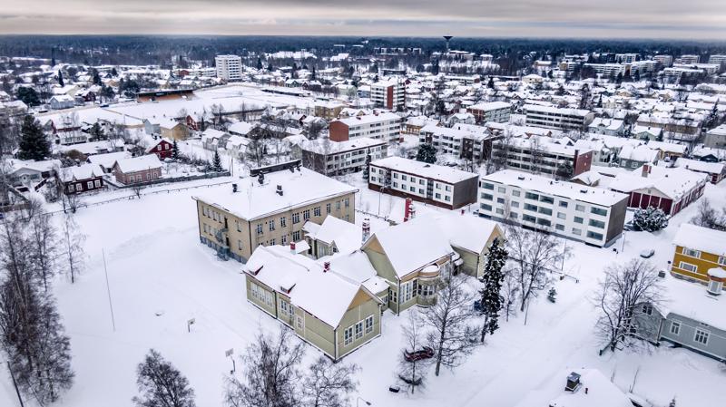 Pohjoismainen taidekoulu toimi vanhan Renlundin koulun puuosassa. Nyt tiloille etsitään uutta käyttöä. Samassa pihapiirissä jatkaa Lasten ja nuorten kuvataidekoulu.