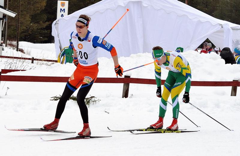 Eelis Valikainen hiihti kotikentällä ensimmäisen yleisen sarjan piirinmestaruuden.
