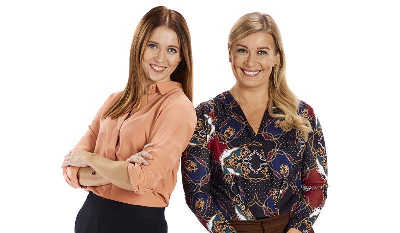 Studiossa ovat esillä elämän suuret aiheet kuten raha ja rakkaus. Keskustelua johdattavat Nina Rahkola (vasemmalla) ja Kirsi Alm-Siira.