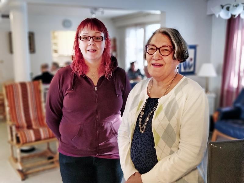 Vappu Moisio ja Irma Salonen suorittivat Vanhustyön keskusliiton ohjaajakoulutuksen ja alkavat maaliskuussa ohjata ikääntyneille suunnattua ystäväpiiriä Pietarsaaressa.