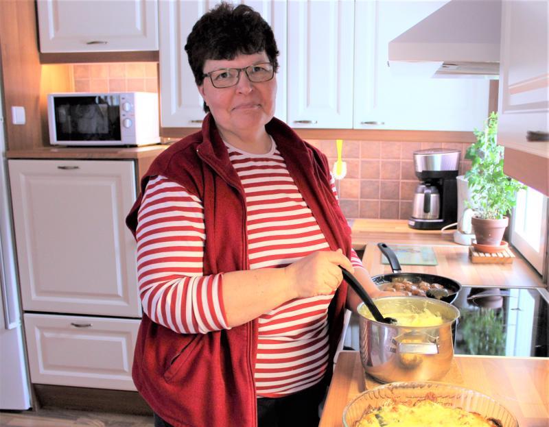Kalajokinen Sirkka-Liisa Myllymäki suosii kotimaista lähiruokaa.