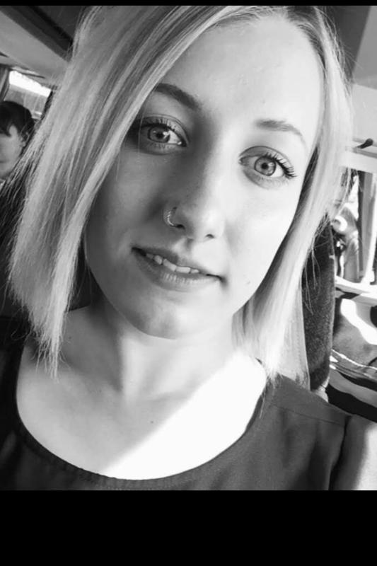 Sarita Tiala, Punaisen Ristin ystävävälittäjä Pietarsaaressa, kuvaa yksinäisyyttä kasvavaksi ongelmaksi, joka voi kohdata kaikenikäisiä, sukupuolesta ja taustasta riippumatta.