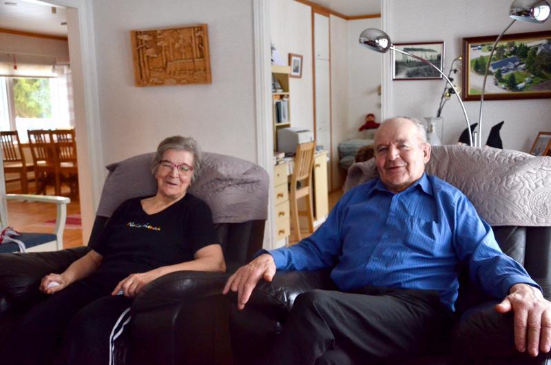 Voitto Tuominiemi pyysi nimipäiväkuvaan mukaan myös puolisonsa Anitan. Yhdessä on mukava olla.