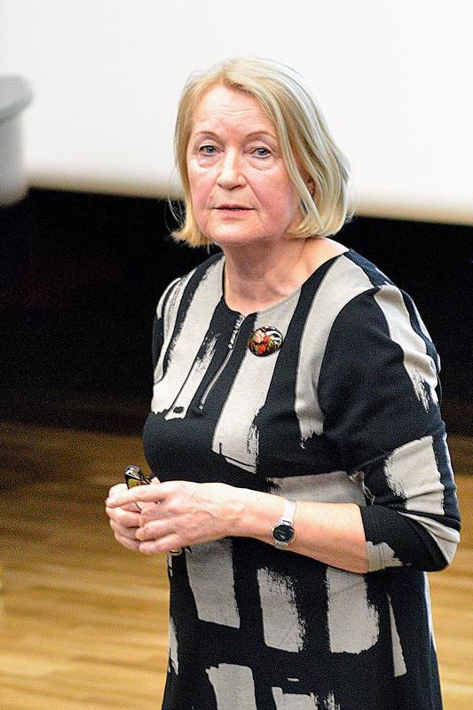 Venäjän tapakulttuurista luennoinut Aili Saukkonen toivoo, että suomalaiset teitittelisivät enemmän.