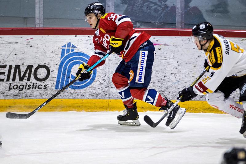 Aatu Luusuanniemen avauspeli Hermeksessä toi laitahyökkääjälle yhden syöttöpisteen ja +2 tehotilastoon. Laitahyökkääjän perässä IPK-pakki Taneli Siikaluoma.