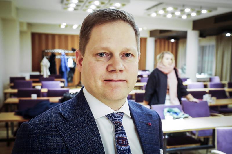 Perustuslakivaliokunnan jäsen Markus Lohi oli pettynyt siihen, että sote-uudistusta käsiteltiin perjantaina valiokunnassa vain 25 minuuttia.