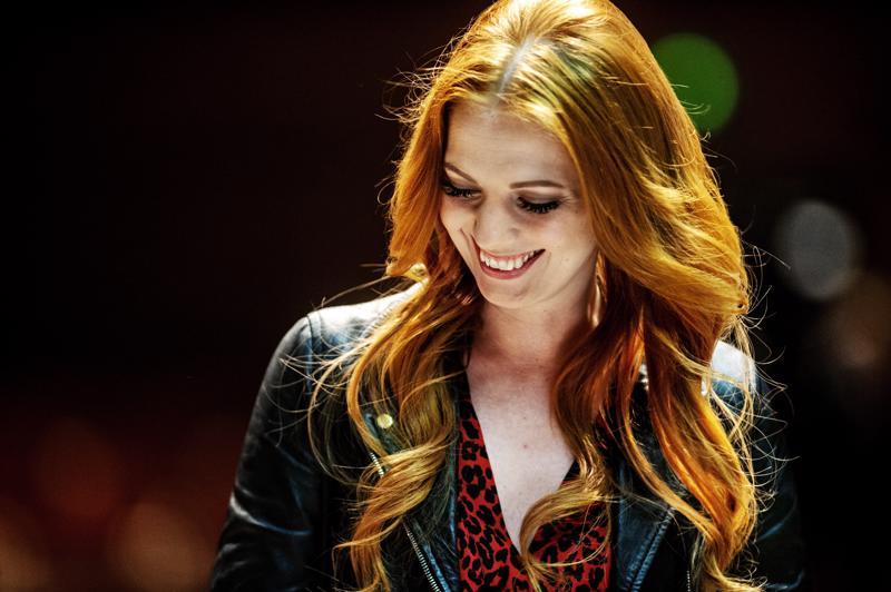 Jennie Storbacka laulaa tänään lauantaina solistina Guardia Nuevan suuressa viihdekonsertissa.
