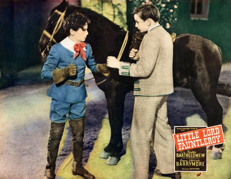 Pikku lordi Fauntleroy (lapsinäyttelijä Freddie Bartholomew vasemmalla) epätyypillisen terhakkana.