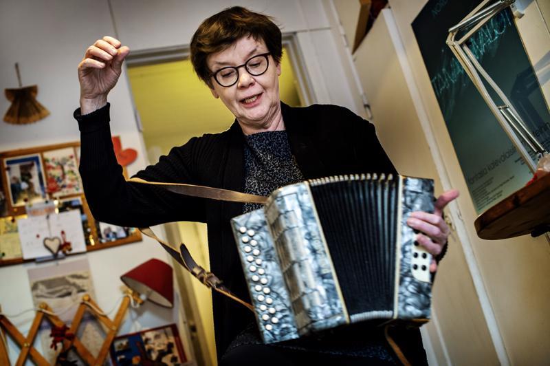 Ritva Talvitie opetteli Tallarissa soittamaan haitaria, koska halusi rikastaa yhtyeen äänimaisemaa. Tämä haitari on pysynyt koossa ahkerasta soittamisesta huolimatta.