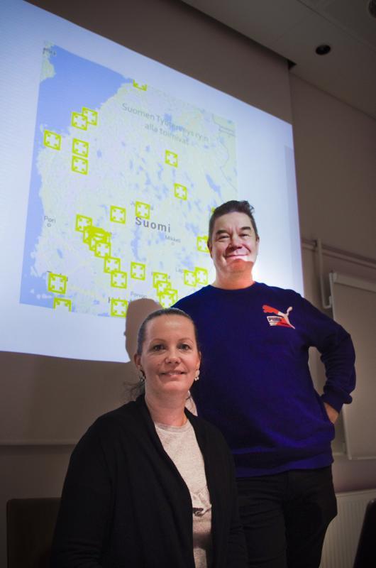 Yrityskehittäjä Mari Autio ja yrittäjä Juha Koski toivovat nivalalaisia yrityksiä mukaan yhdistyspohjaiseen työterveyshuoltoon.