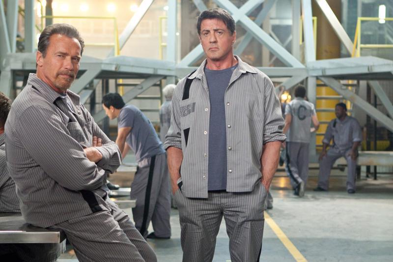 Escape Planissa Arnold Schwarzeneggerja ja Sylvester Stallone ovat pääosissa. Stallone päätyy vankilaan, jonka turvajärjestelmän hän on itse suunnitellut.