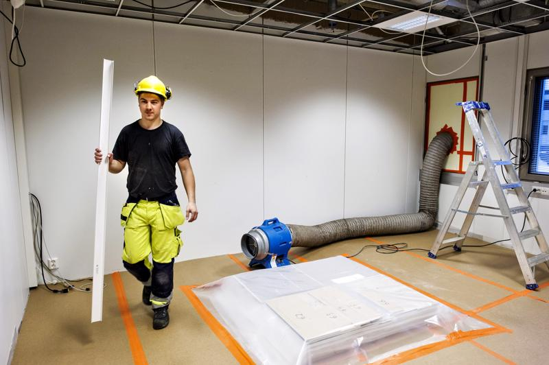 Talonrakentaja Ben Heikkilä oli mukana remontoimassa Kokkolan kaupungintalon D-siiven kolmatta kerrosta keväällä 2014. Remontti on kestänyt pitkään, mutta joulukuussa pitäisi olla valmista.