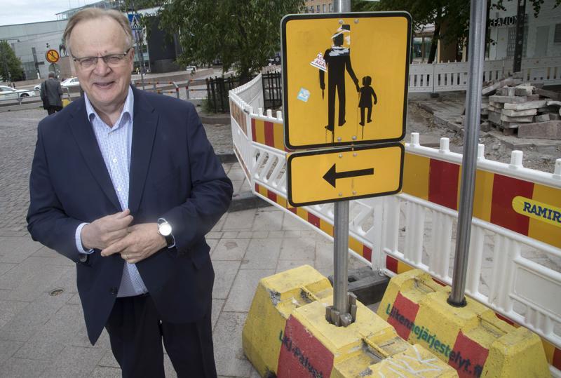Sdp:n kansanedustaja Lauri Ihalainen näkee, että yritykset ovat käynnistämässä yt-neuvotteluja henkilöstön vähentämiseksi.