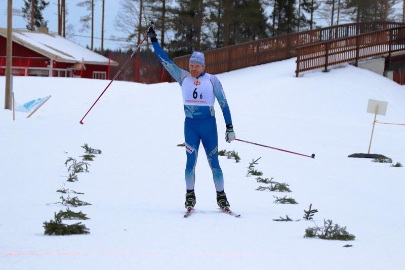 Jukka Pekkala hiihti 30. maakuntaviestinsä ja toi Haapavesi I:sen toisena maaliin Pyhäjoella.