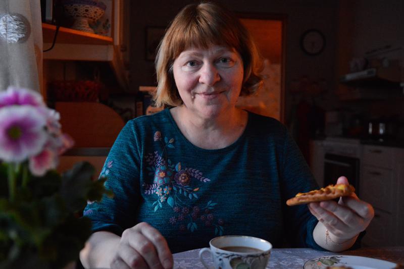 -Muistelen aina äitiäni, anoppiani ja mummoani karjalanpiirakoita leipoessani, kertoo Karjalasta kotoisin oleva Raisa Kudzhieva.