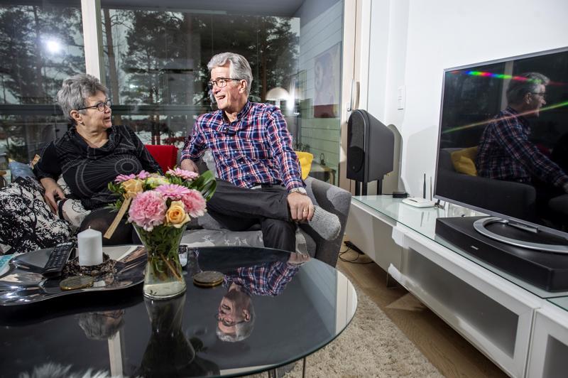 Pirkko ja Hannu Teirikangas muuttivat omakotitalosta kerrostaloon jättäytyessään eläkkeelle.